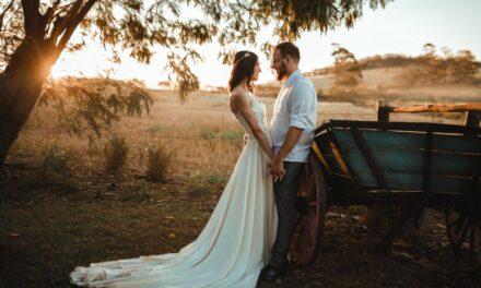 Tommelfingerregler til ens beklædning som bryllupsgæst