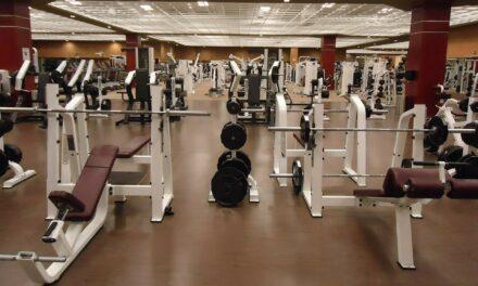 Gør du rent i et motionscenter? Husk engangshandsker