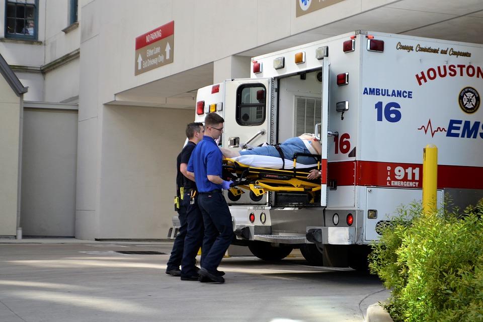 Ambulance hjælp ved ulykke