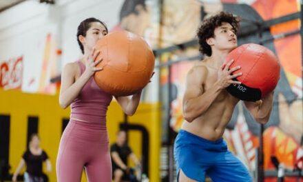 Der er mange fordele forbundet med træning med en medicinbold