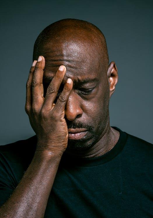 trist mand uden hår – sådan behøver det ikke at være